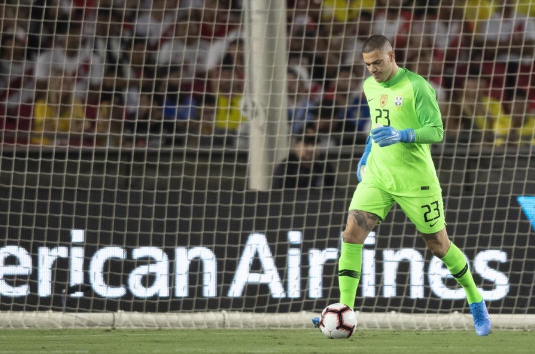官方:阿利松因伤退出本期巴西国家队,补召曼城门将埃德松