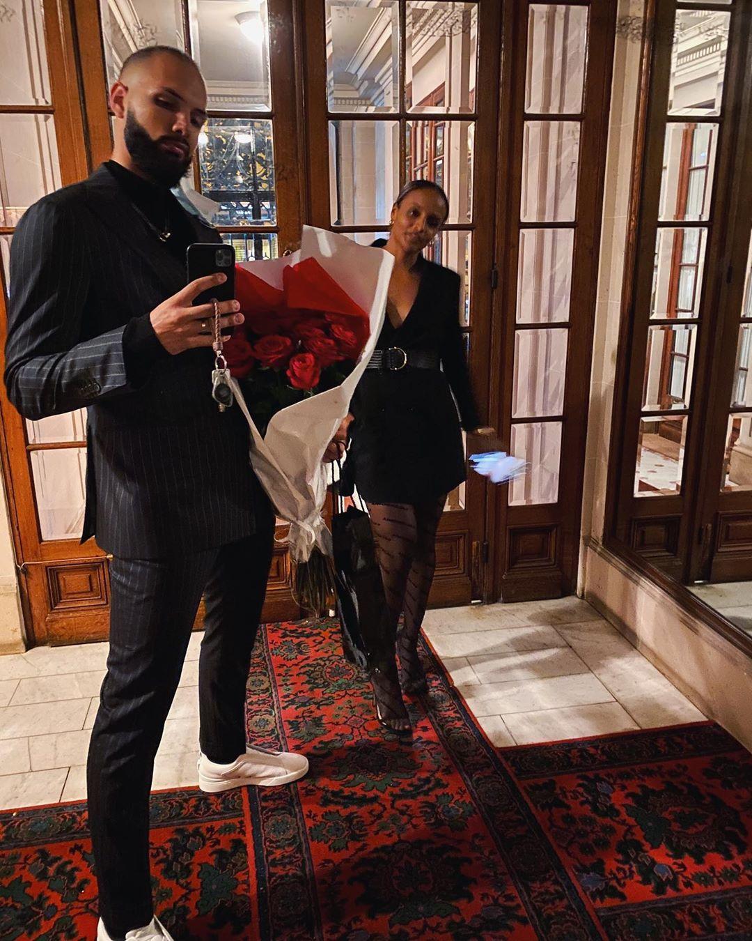 法式浪漫!富尼耶晒与妻子合照