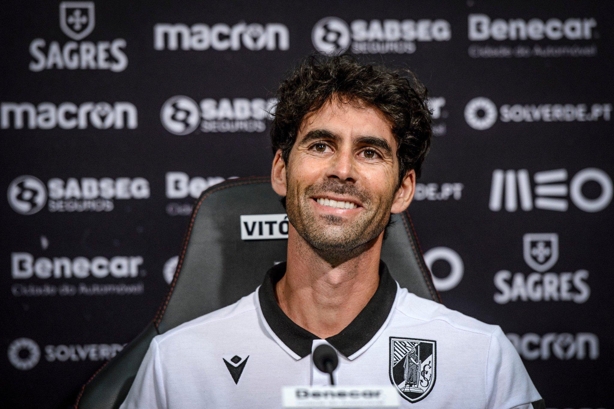 仅带队三场比赛,葡萄牙名宿蒂亚戈与葡超吉马良斯分手