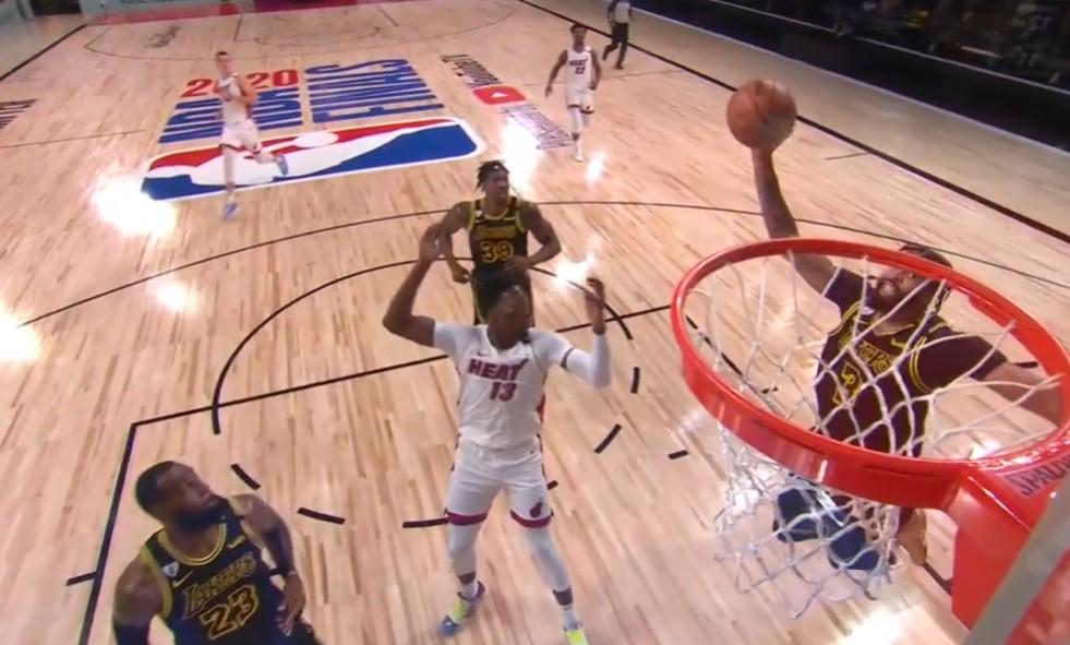 [视频]首节最佳进球?詹姆斯反击中空接连线戴维斯暴扣