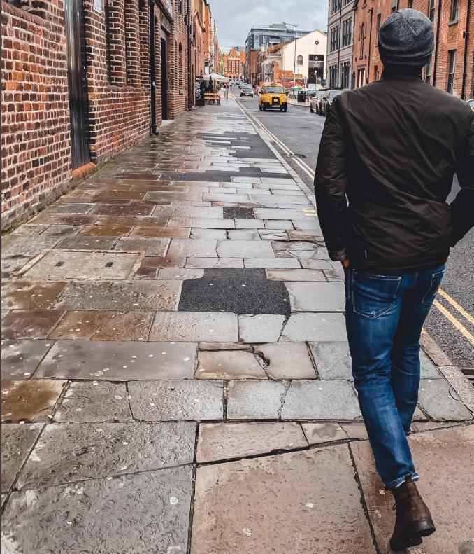 蒂亚戈已结束自我隔离期,出门去利物浦市中心散步
