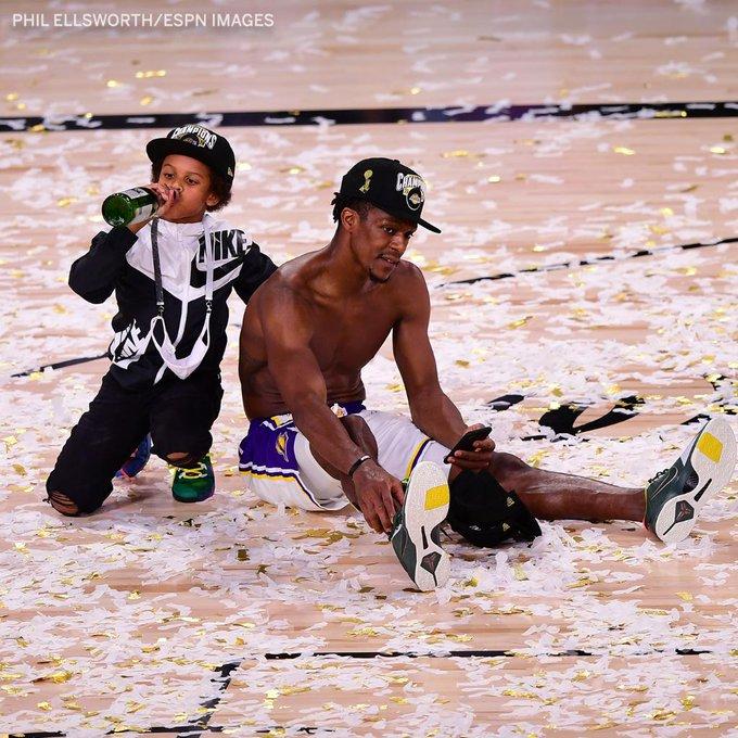 美媒晒隆多庆祝胜利图:隆多和他的儿子沉浸在喜悦当中