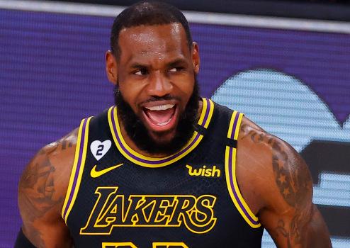 詹姆斯生涯得分篮板助攻累计均领先同届球员,历史第三人