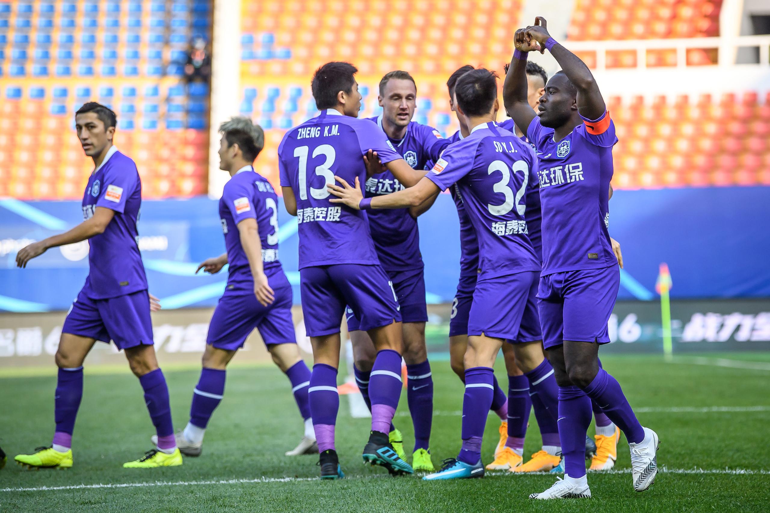 半场:郜林停球失误阿奇姆彭反击破门,泰达1-0深圳