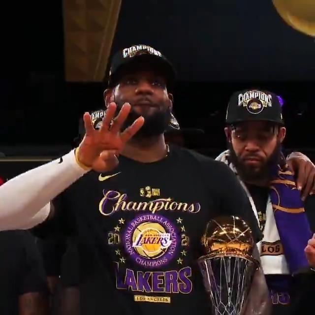 詹姆斯转发其夺冠NBA官方个人混剪:哇,谢谢你们!