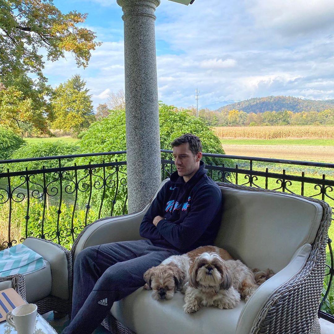 亚博App网页版德拉季奇更新Instagram,晒出自己与狗狗的合照