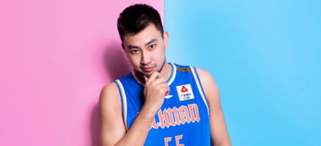 苏若禹投篮11中9,砍下21分10篮板