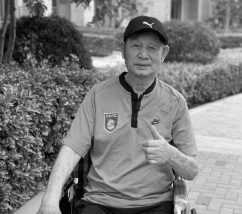 媒体人:华夏幸福全队将佩戴黑纱,纪念谢峰父亲谢鸿钧
