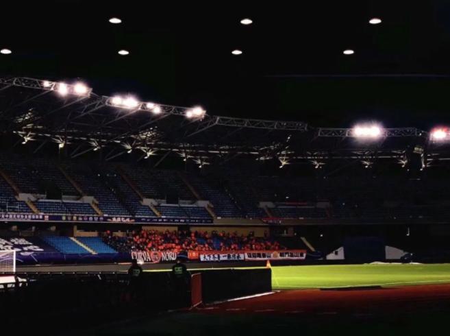 似曾相识,鲁媒将裁判与反赌扫黑挂钩:中国足球不值得尊重