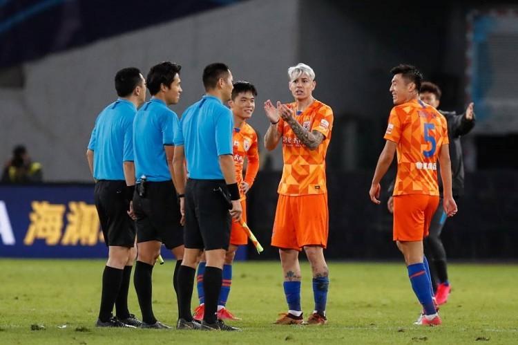 记者:有关人士调查京鲁战哪些球员冲击VAR室,或将受罚 第1张