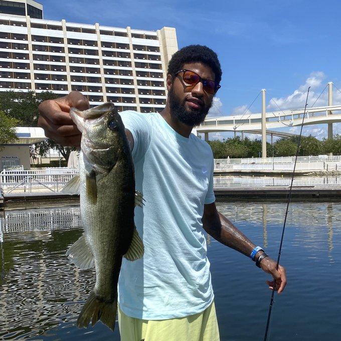 NBA晒乔治克劳德瓦兰丘纳斯阿伦的园区钓鱼照与球迷分享