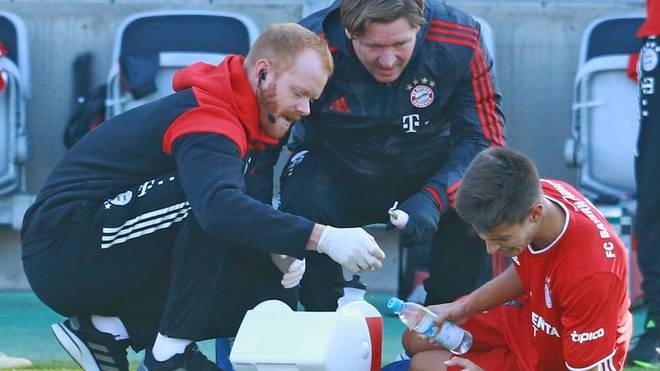 德媒:丹塔斯腾达会官网在拜仁二队比赛伤到脚踝,半场被换下