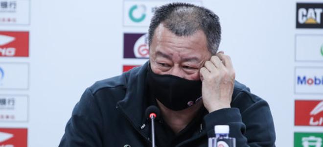 吴庆龙:球员心态不成熟,起伏太大失误太多