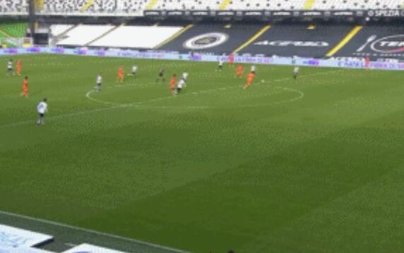 GIF:波贝加低射扳平比分,斯佩齐亚1-1尤文