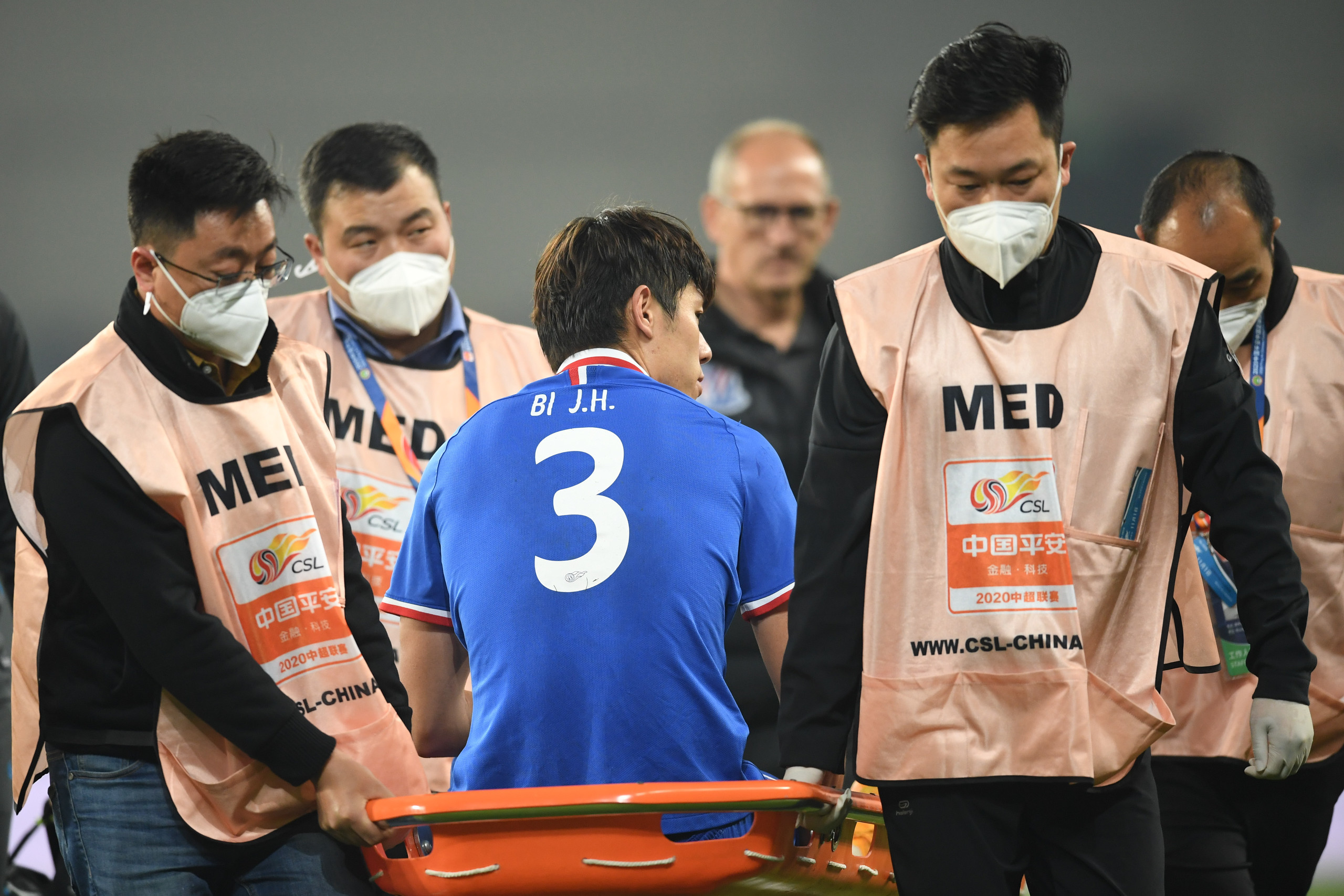 伤病满营!申花多达7名主力球员受伤,2人染红下轮停赛