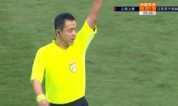GIF:李圣龙接吕文君助攻射门得分但因越位进球无效