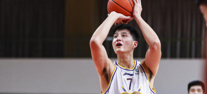俞长栋全场砍下24分,19篮板刷新个人生涯纪录