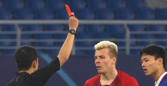 GIF:梅米舍维奇两黄变一红被罚出场,华夏少一