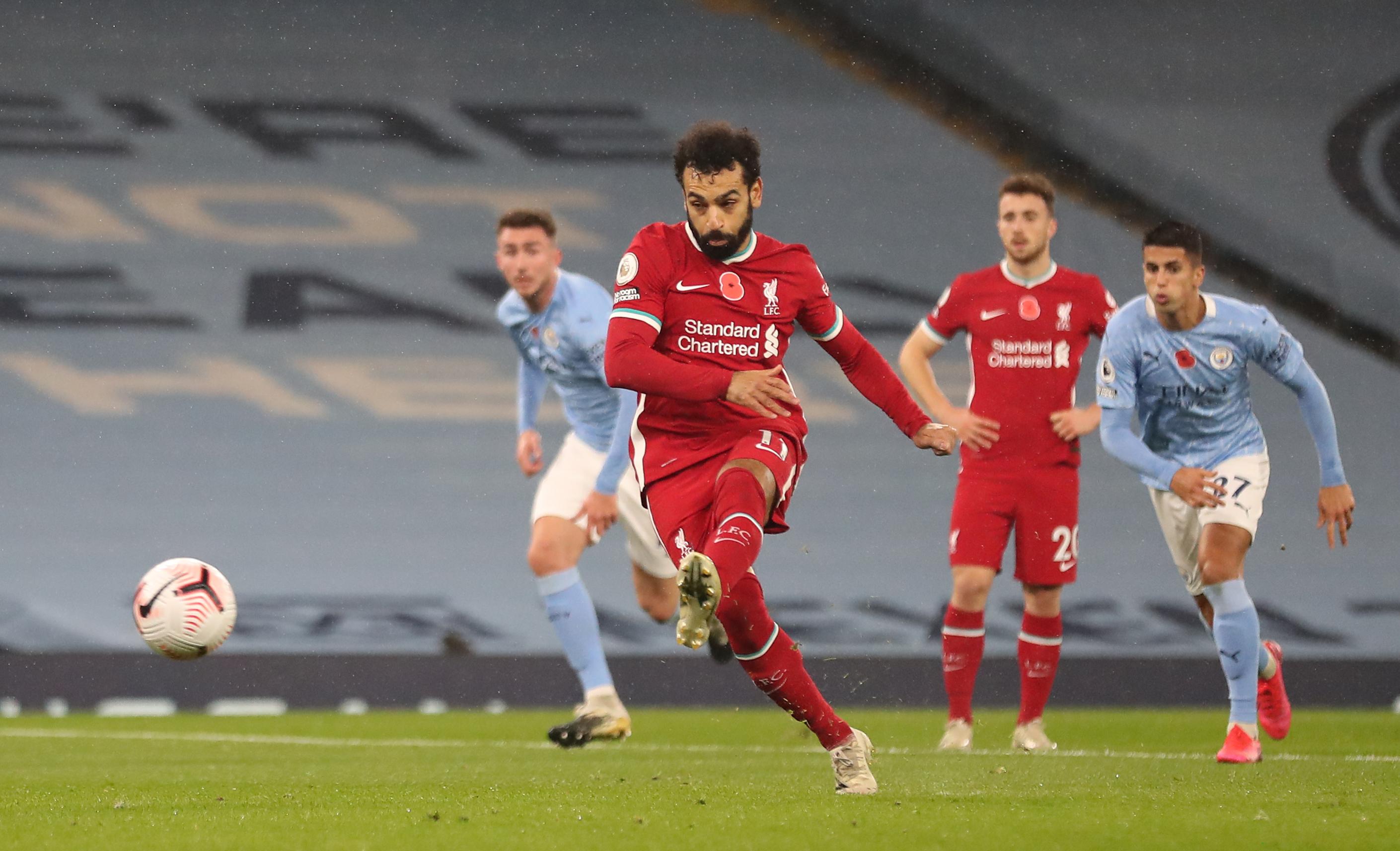 GIF:马内造点萨拉赫主罚命中,利物浦一球领先曼城