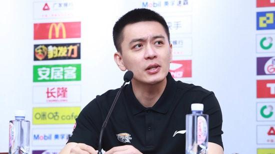 杨鸣:面对郭导情感比较复杂,希望他在广州一切都好