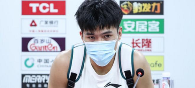 江苏官方:黄荣奇确诊为髌腱损伤,将缺席与新疆之战