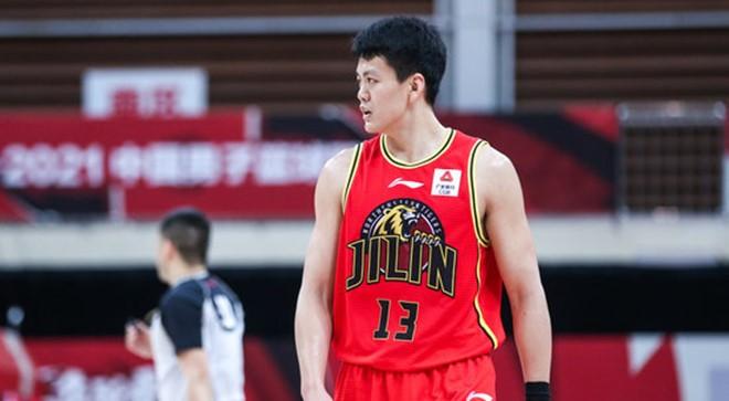 发挥亮眼!姜宇星全场得到23分3篮板6助攻