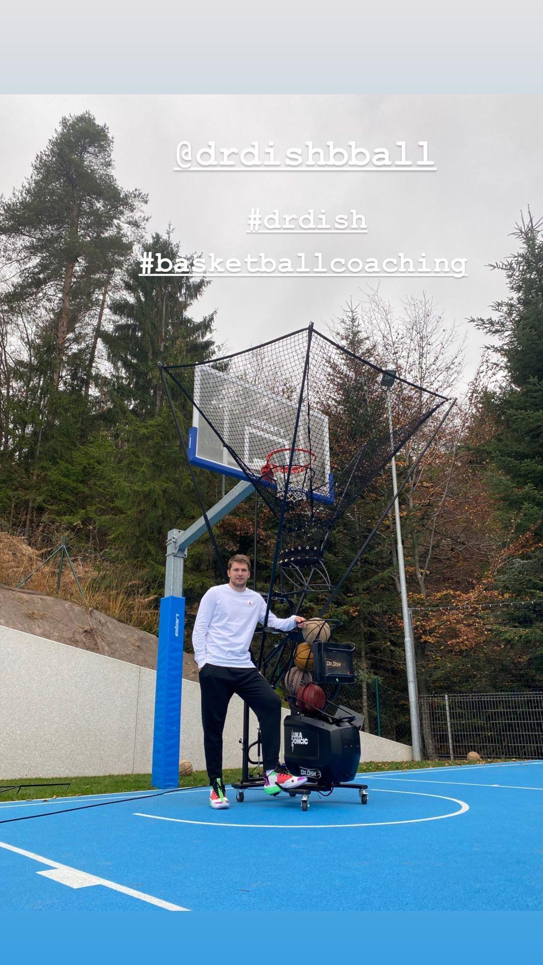 东契奇亚博yabo亚博yabo手机手机登录亚博yabo手机登录更新Instagram,回顾自己参加的一个篮球执教活动