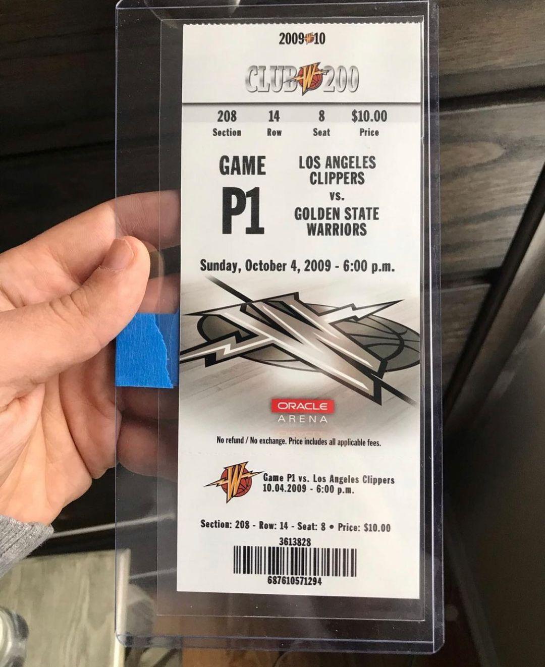 网友晒出收藏的库里生涯首秀球票,售价仅为10美元