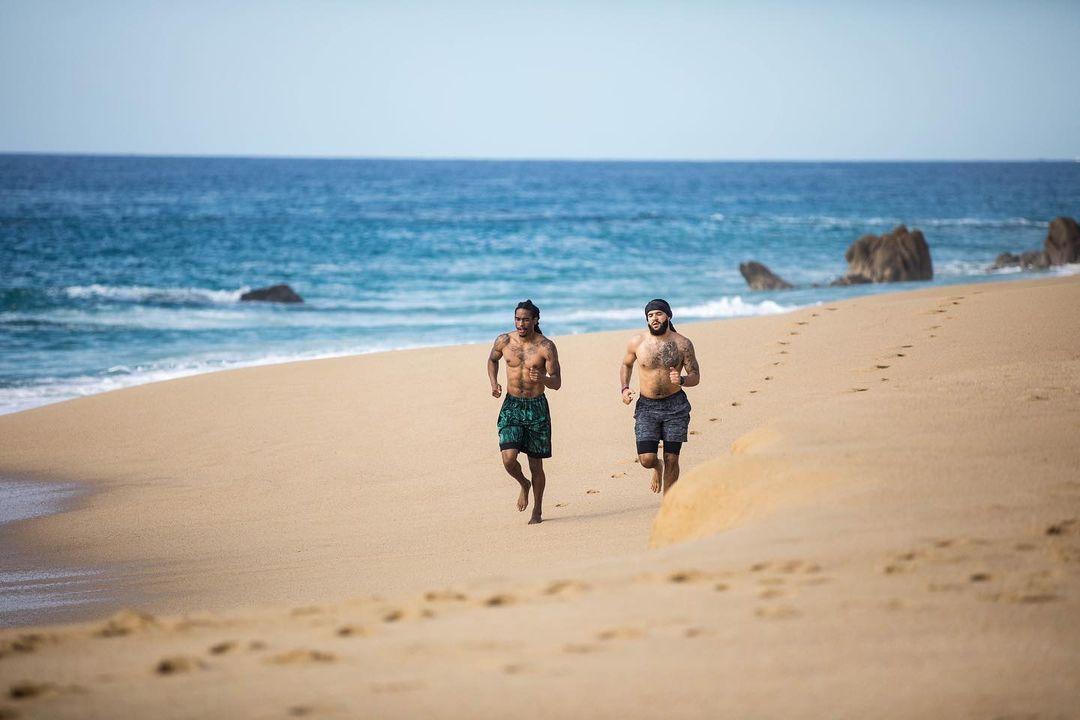 碧海蓝天范乔丹!范弗利亚博最新地址特更新Ins晒在沙滩跑步训练图集