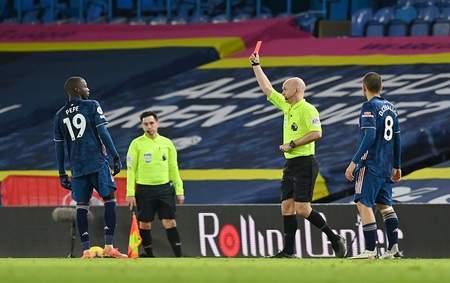 罗德里戈中梁佩佩顶牛被罚下,利兹联0-0十人阿森纳