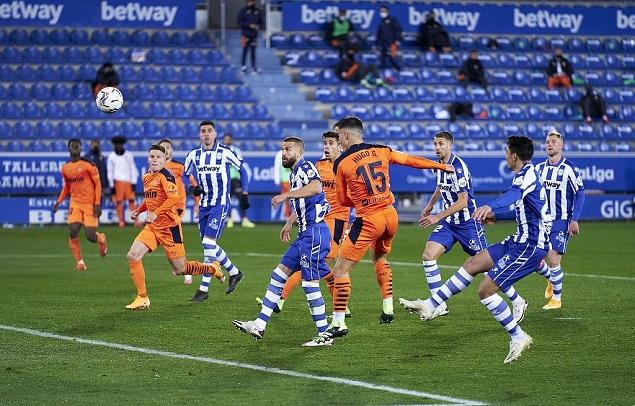 <a href=http://www.11player.cc/football/spain/ target=_blank class=infotextkey>西甲</a>:佩雷斯传射巴列霍破门,阿拉维斯2-2瓦伦西亚