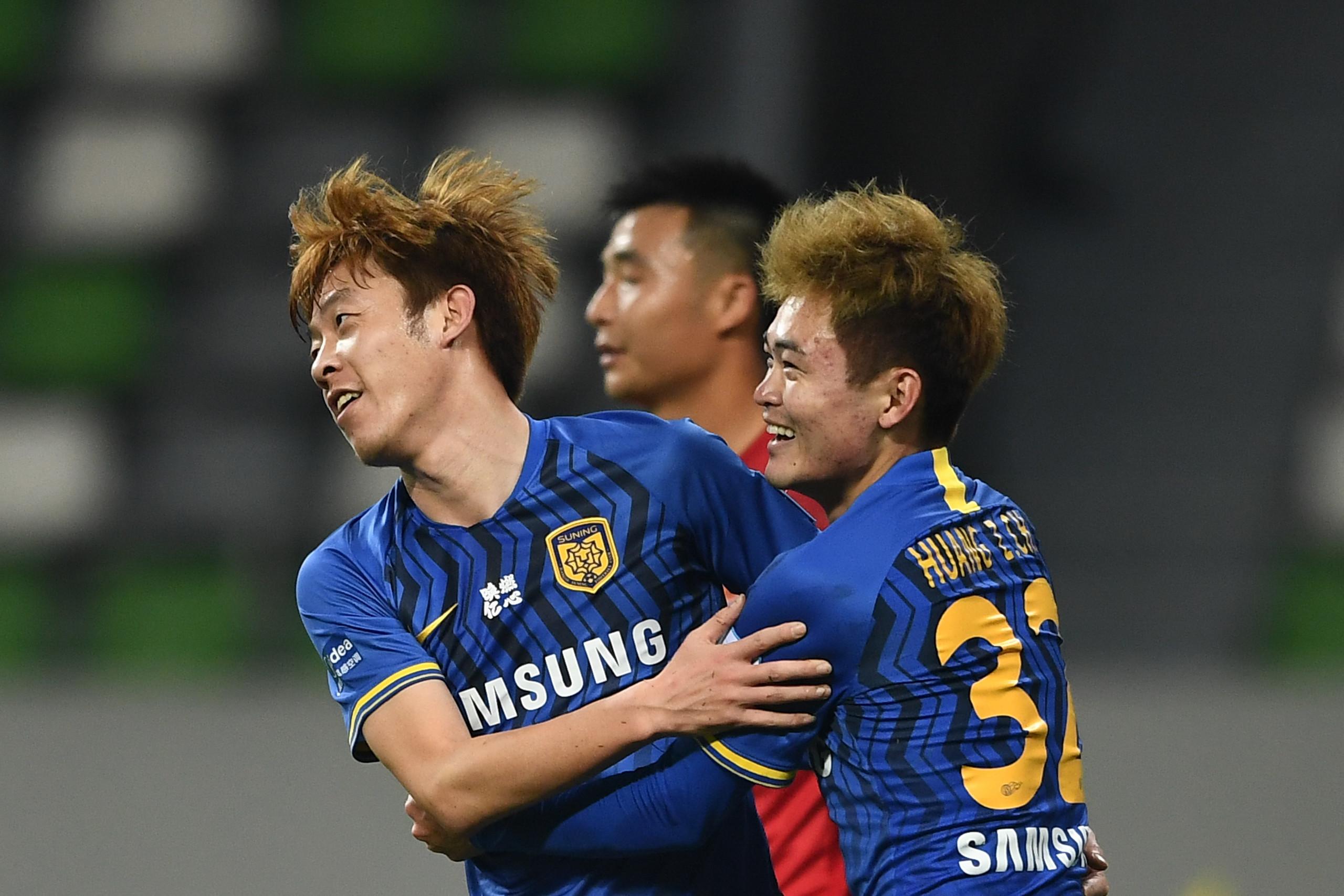 足协杯:谢鹏飞张诚齐双响侯宇两送失误,苏宁7-2梅州