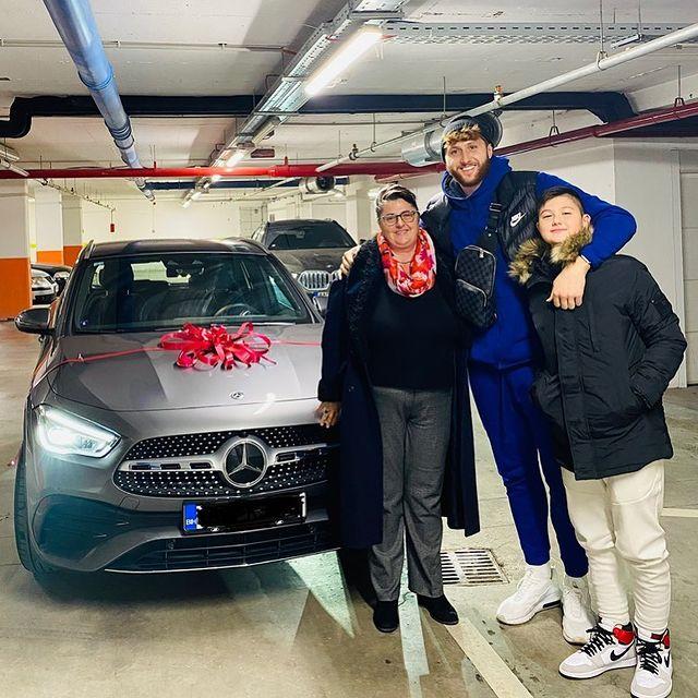 致谢母亲!努尔基奇买车当感恩节礼物送给妈妈