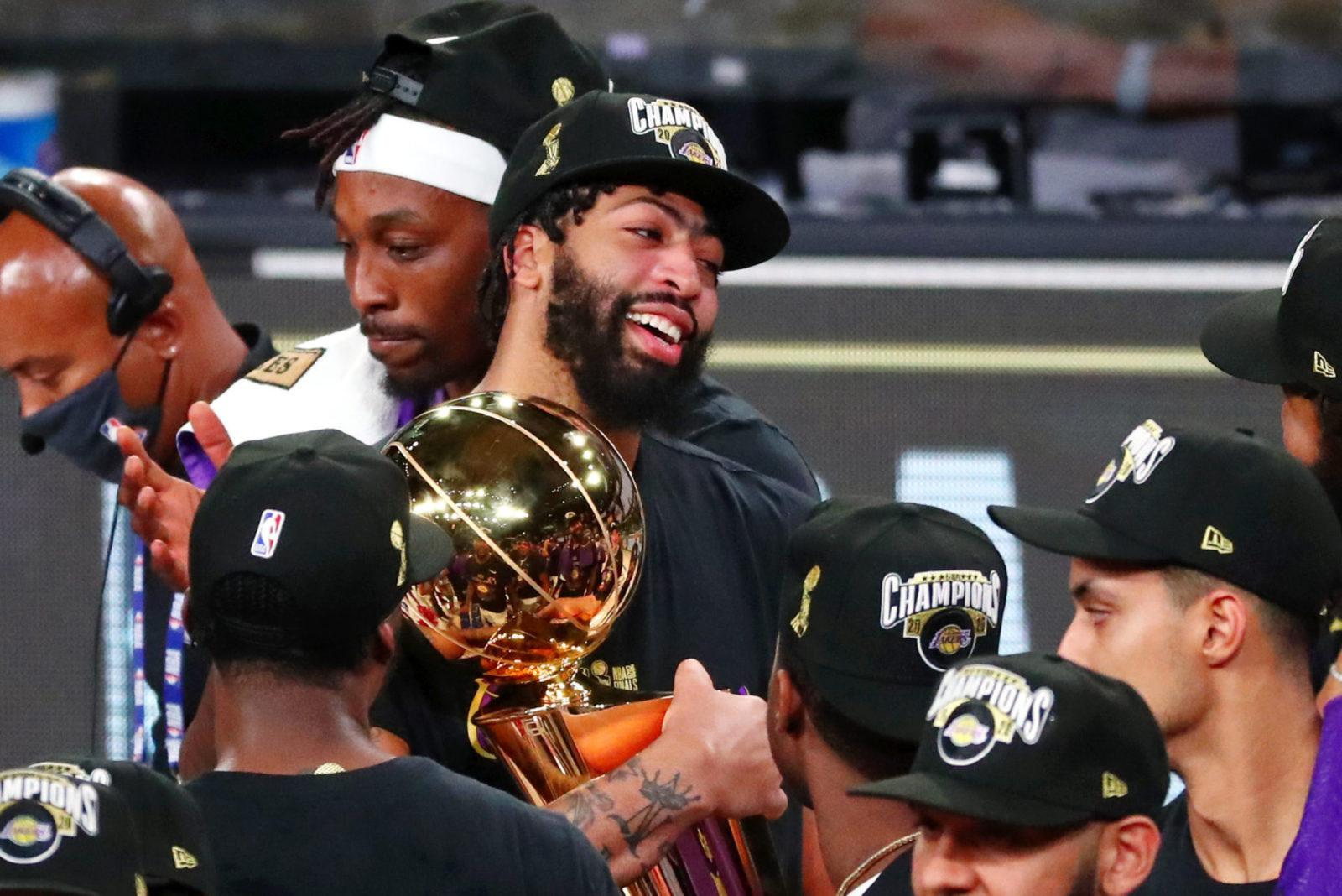 戴维斯:我希望再次捧起冠军奖杯,我的哭脸成为表情包