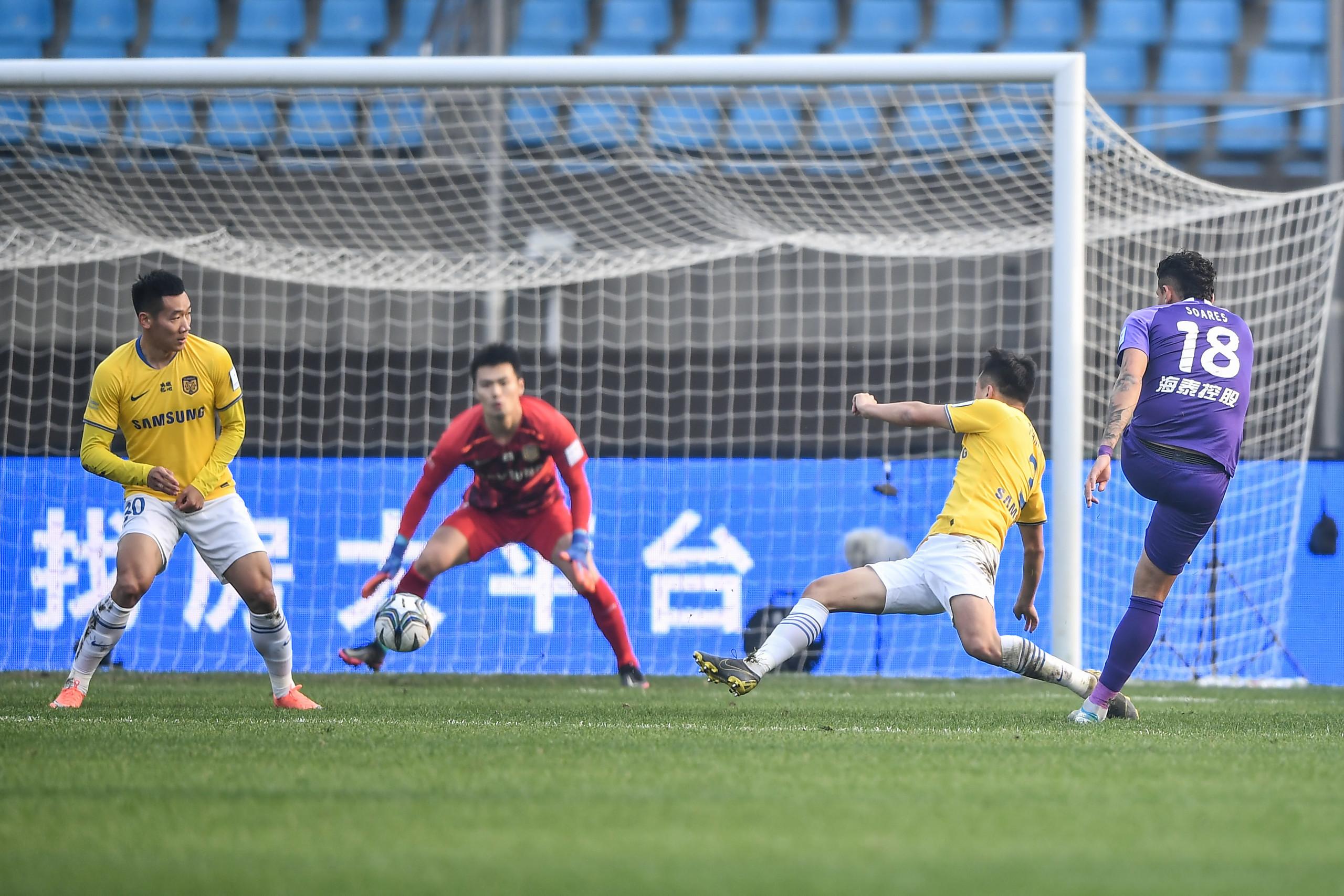 足协杯:苏亚雷斯进球被吹,泰达0-0江苏进入点球大战