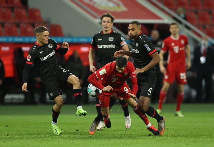 GIF:希克利用角球机会凌空抽射建功,勒沃库森领先拜仁